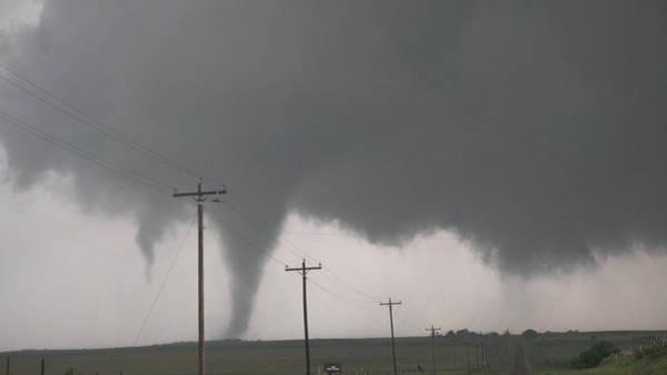 Photograph - Mangum Oklahoma Tornado 001 by Dale Kaminski