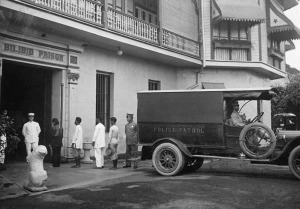 Photograph - Manila Bilibid Prison, C1916 by Granger