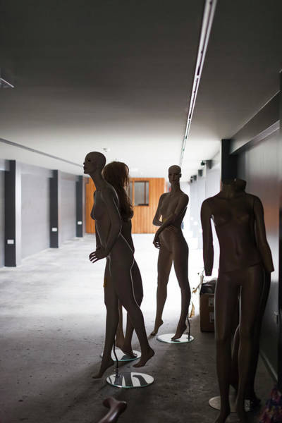 Wall Art - Photograph - Mannequins In A Museum, Bill Richardson by Panoramic Images