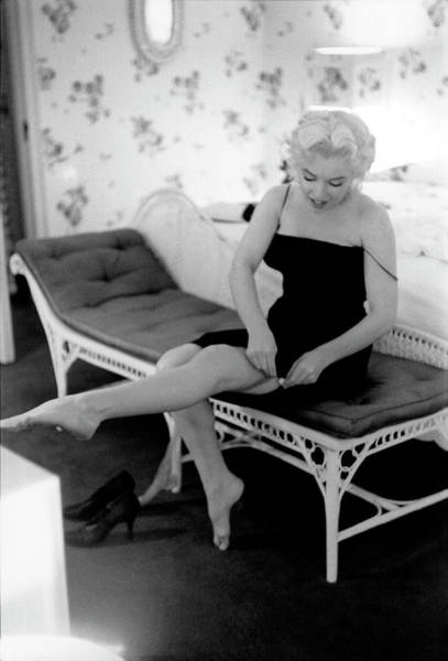 Tin Roof Wall Art - Photograph - Marilyn Gets Ready For A Night Out by Michael Ochs Archives