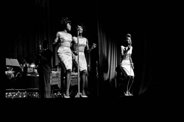 Horizontal Photograph - Martha And The Vandellas At The Apollo by Michael Ochs Archives