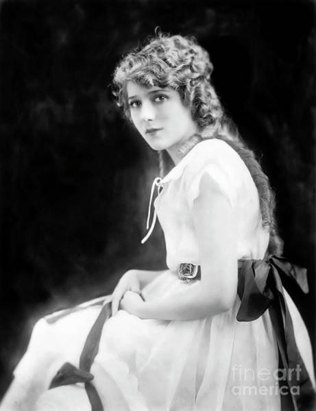 Wall Art - Photograph - Mary Pickford by Unknown