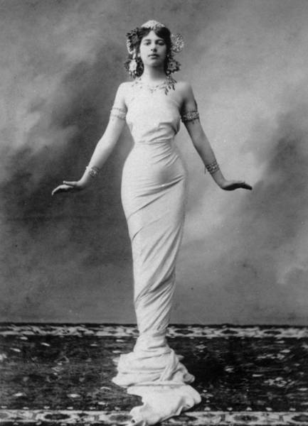 1900 Photograph - Mata Hari by Hulton Archive