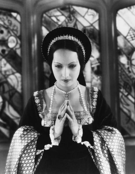 Wall Art - Photograph - Merle Oberon In The Private Life Of Henry Viii -1933-. by Album