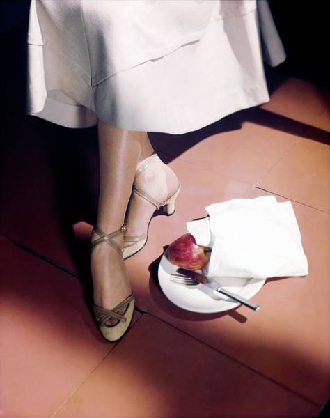 Plate Photograph - Model In Mackey Straw Sandals by Horst P. Horst