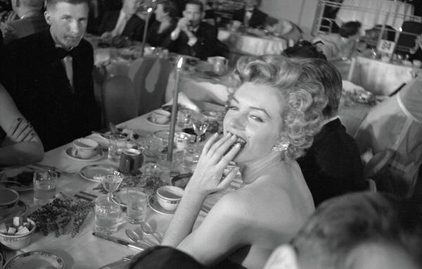 Marilyn Monroe Photograph - Monroe Attends Fpah Awards by Loomis Dean