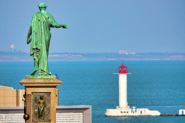 Photograph - Monument To Duke De Richelieu And The Vorontsov Lighthouse  by Fabrizio Troiani