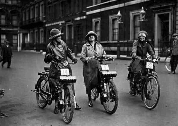 1923 Photograph - Motor Start by Topical Press Agency
