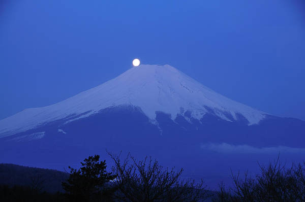 Japanese Culture Photograph - Mt.fuji And Moon Kiss by Takeshi.k