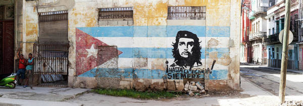 Wall Art - Photograph - Mural Of Che Guevara The Cuban by Panoramic Images