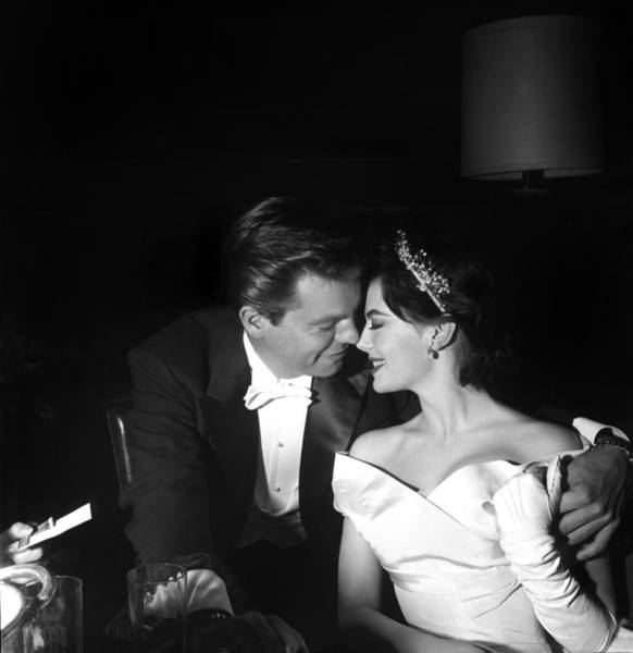 Annual Photograph - Natalie Wood And Robert Wagner by Michael Ochs Archives