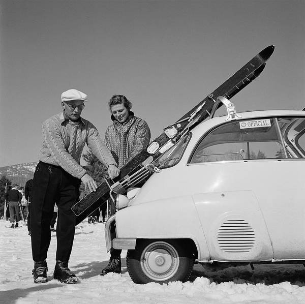 Relationship Photograph - New England Skiing by Slim Aarons
