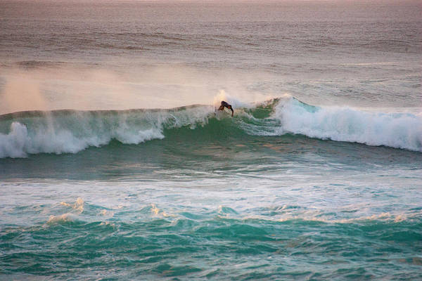 Photograph - Off The Lip by Anthony Jones