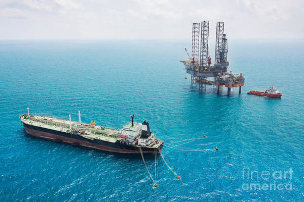 Pollution Photograph - Oil Tanker And Oil Rig In The Gulf by Kanok Sulaiman