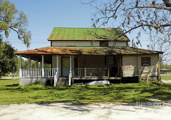 Photograph - Old Abandoned Cracker House by D Hackett