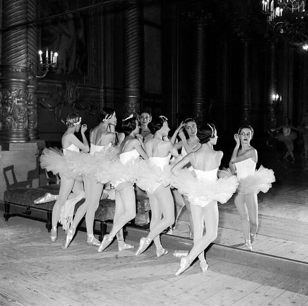 Contest Photograph - Opera De Paris Contest In 1955 by Keystone-france