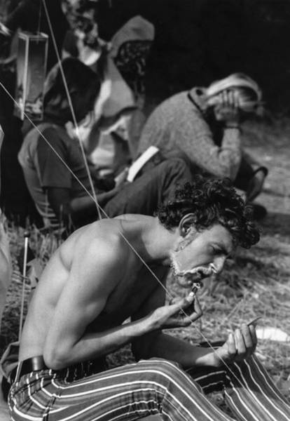 Reading Photograph - Outdoor Shave by Evening Standard