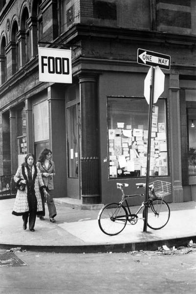 Photograph - Outside Food by Fred W. McDarrah