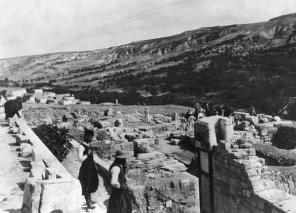 Wall Art - Photograph - Palace Of Minos by Hulton Archive