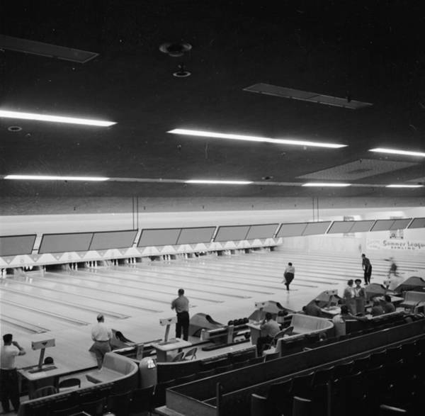 Ten Pin Bowling Wall Art - Photograph - Paramus Lanes by Carsten
