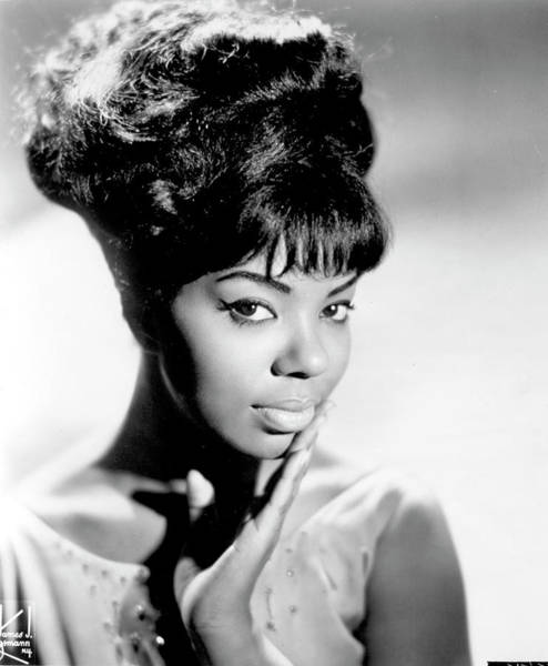 R Photograph - Photo Of Mary Wells by Michael Ochs Archives