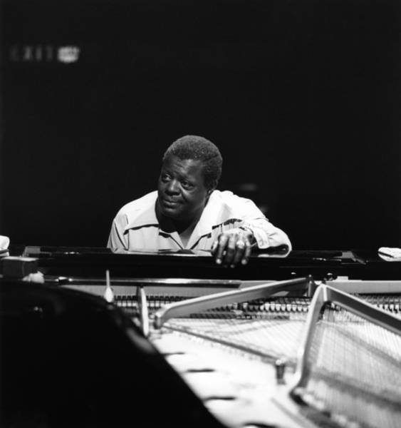 1960-1969 Wall Art - Photograph - Photo Of Oscar Peterson by David Redfern