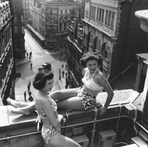 Crossroads Photograph - Piccadilly Beauties by Bert Hardy