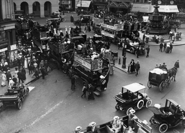 Public Land Photograph - Piccadilly Circus by Hulton Collection