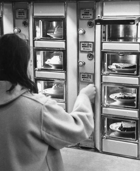 Fruit Photograph - Pie At The Automat by Fred W. McDarrah