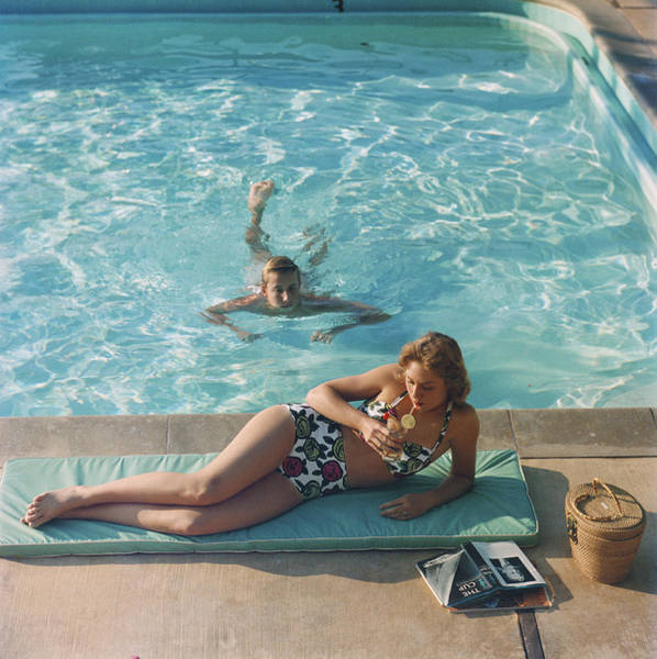 Poolside On Shelter Island Art Print by Slim Aarons