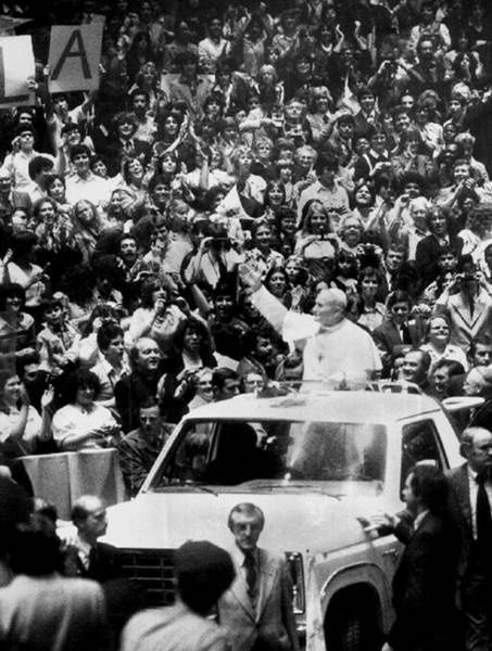 Madison Square Garden Photograph - Pope Paul Greets Students At Madison by New York Daily News Archive