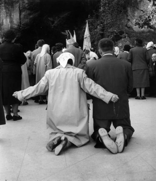 Pilgrimage Photograph - Pray And Hope by Bert Hardy