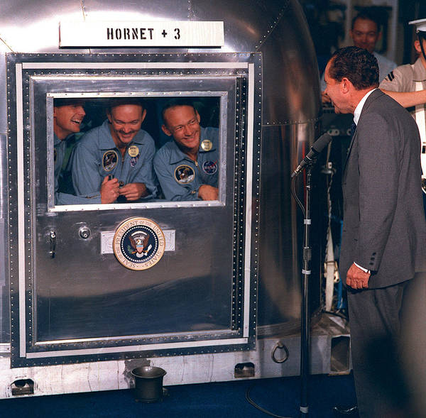 Photograph - President Nixon Welcomes Apollo 11 by Science Source