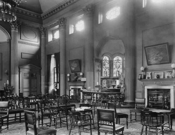 Georgian Photograph - Pump Room by London Stereoscopic Company