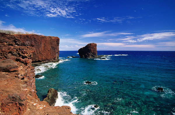 Lanai Photograph - Puu Pehe Cove And Sweetheart Rock On by Ann Cecil