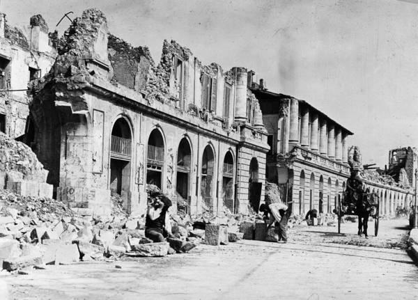 Craftsperson Photograph - Quake Damage by Hulton Archive