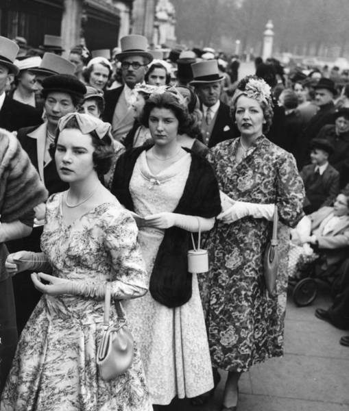 Top Hat Photograph - Queuing For Court by Erich Auerbach