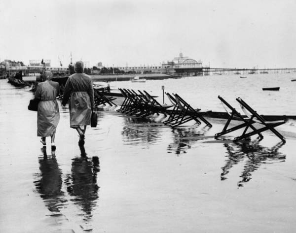 Southend Photograph - Rain At Southend by William Vanderson