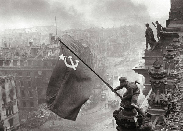 Wall Art - Painting - Raising A Flag Over The Reichstag, World War II by Yevgeny Khaldei