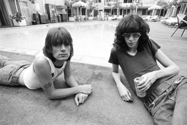 Food And Drink Photograph - Ramones Lounging Poolside by Michael Ochs Archives