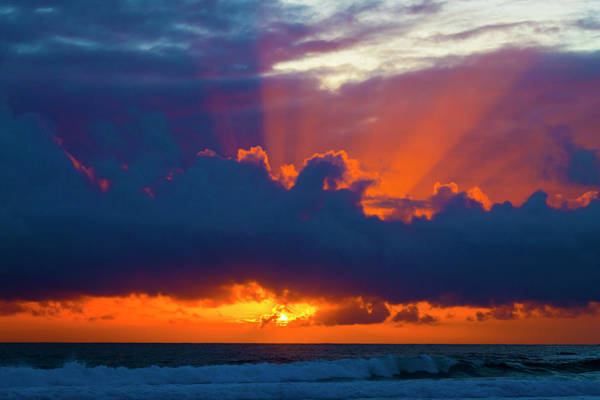 Sun Set Photograph - Rays Of Light Over The Ocean by Garry Gay