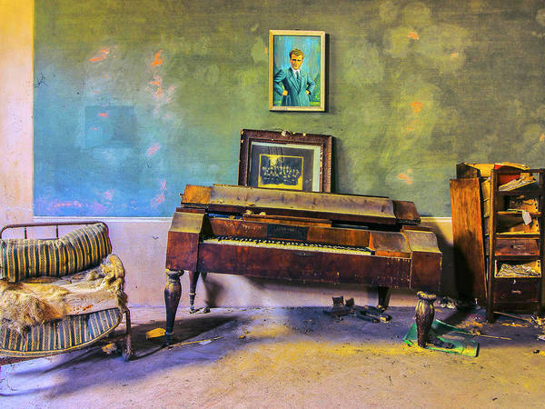 Wall Art - Photograph - Recital by Dominic Piperata
