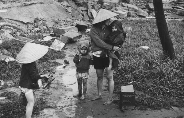 Reportage Photograph - Returning Refugees by Terry Fincher