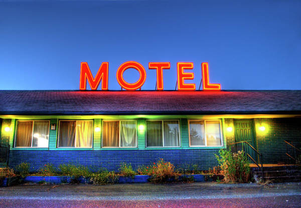 Small Town Usa Photograph - Roadside Motel Neon Sign by Bill Hinton Photography