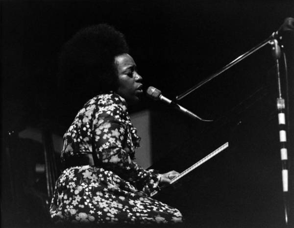 Singer Island Photograph - Roberta Flack At Newport Jazz by David Redfern