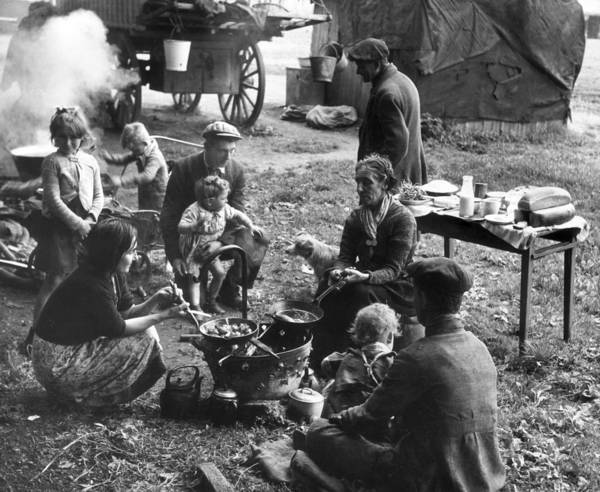 Photograph - Romany Meal by Erich Auerbach