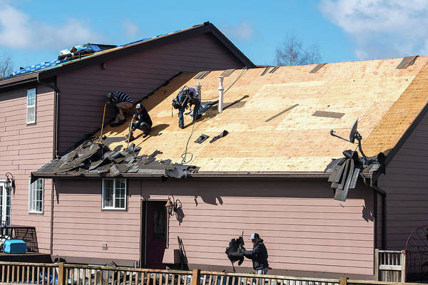 Photograph - Roofers In Everson by Tom Cochran