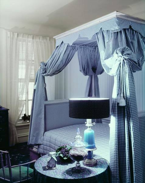 Canopy Photograph - Roslyn Rosier's Bedroom In New York by Ernst Beadle