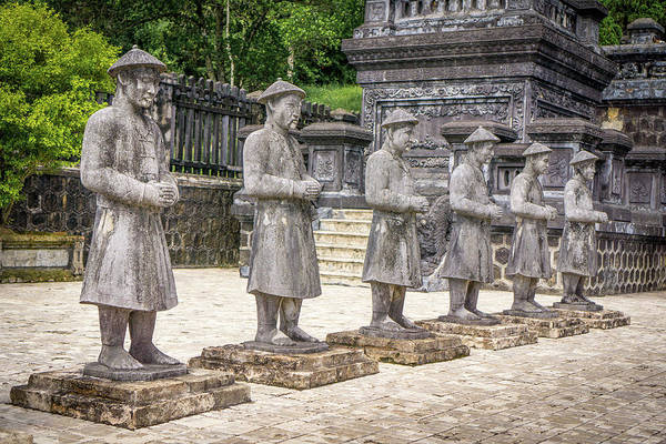 Photograph - Royal Tomb Men by Gary Gillette