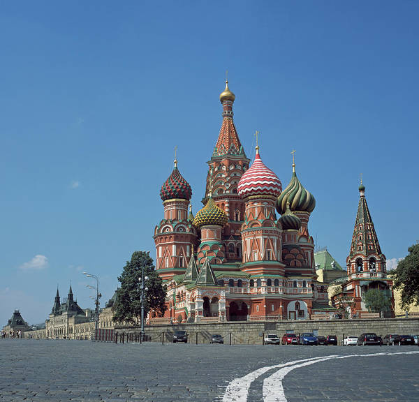 Town Square Wall Art - Photograph - Russia, Moscow, Red Square, St Basil by Bernhard Lang